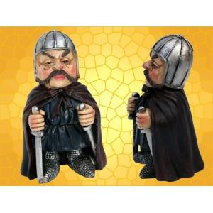 Figurine Vilain Chevalier Moustachu Armure Épée et Dague Statuette Guerrier Moyen Age