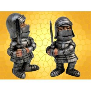 Figurine Vilain Chevalier Armure Épée à Deux Mains Statuette Guerrier Moyen Age